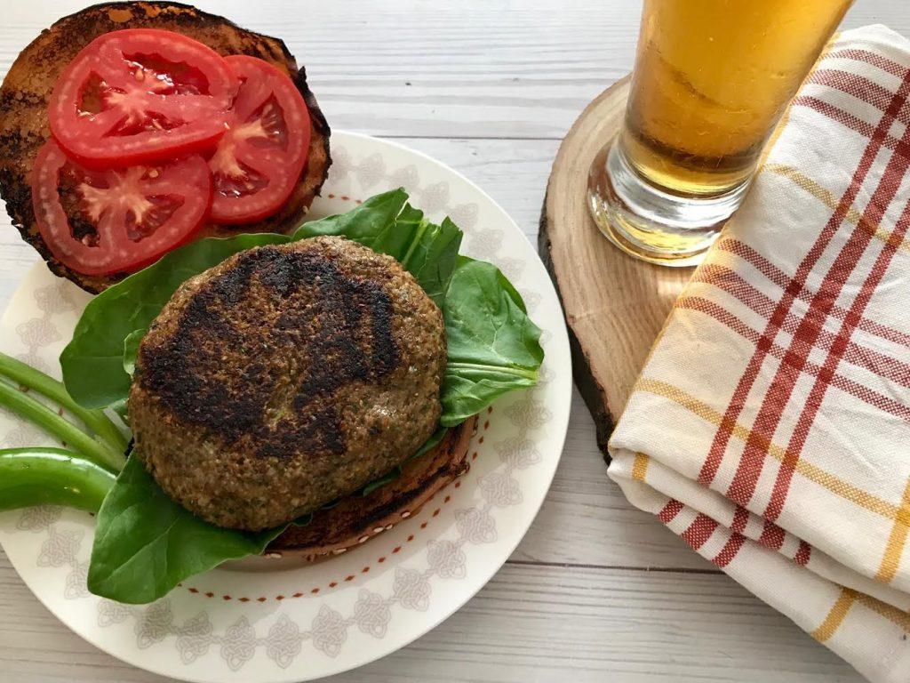 המבורגר עדשים טבעוני בלחמניה