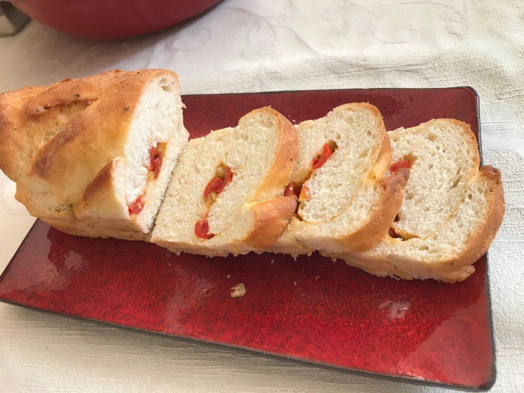 לחם ממולא בעגבניות