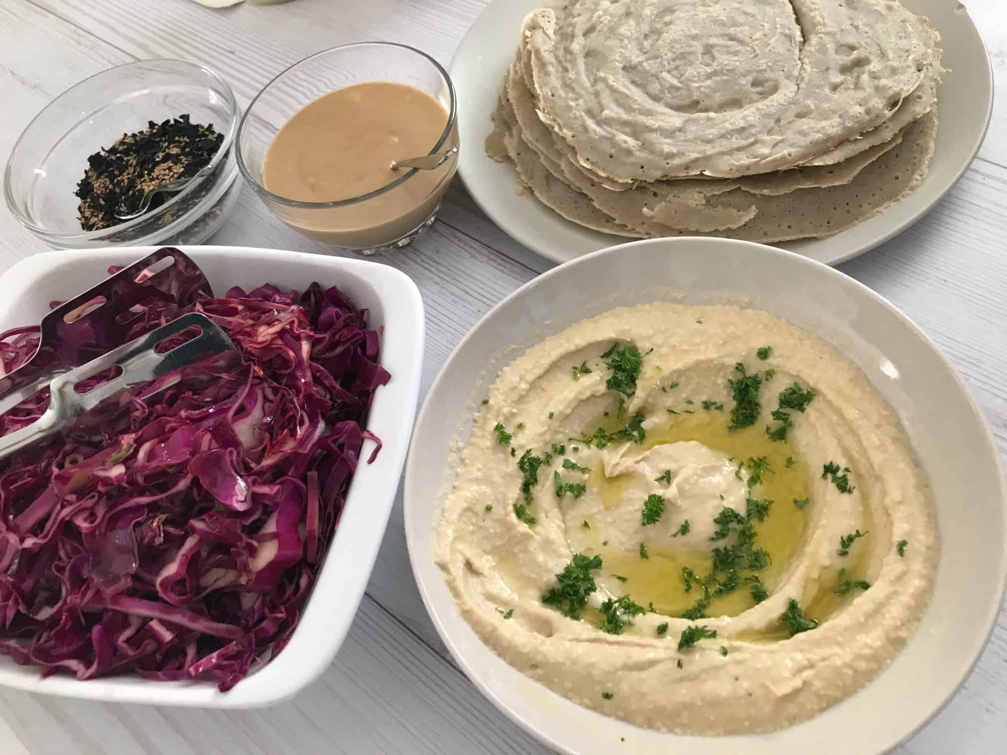טורטיות כוסמת ללא גלוטן עם חומוס וממרחים