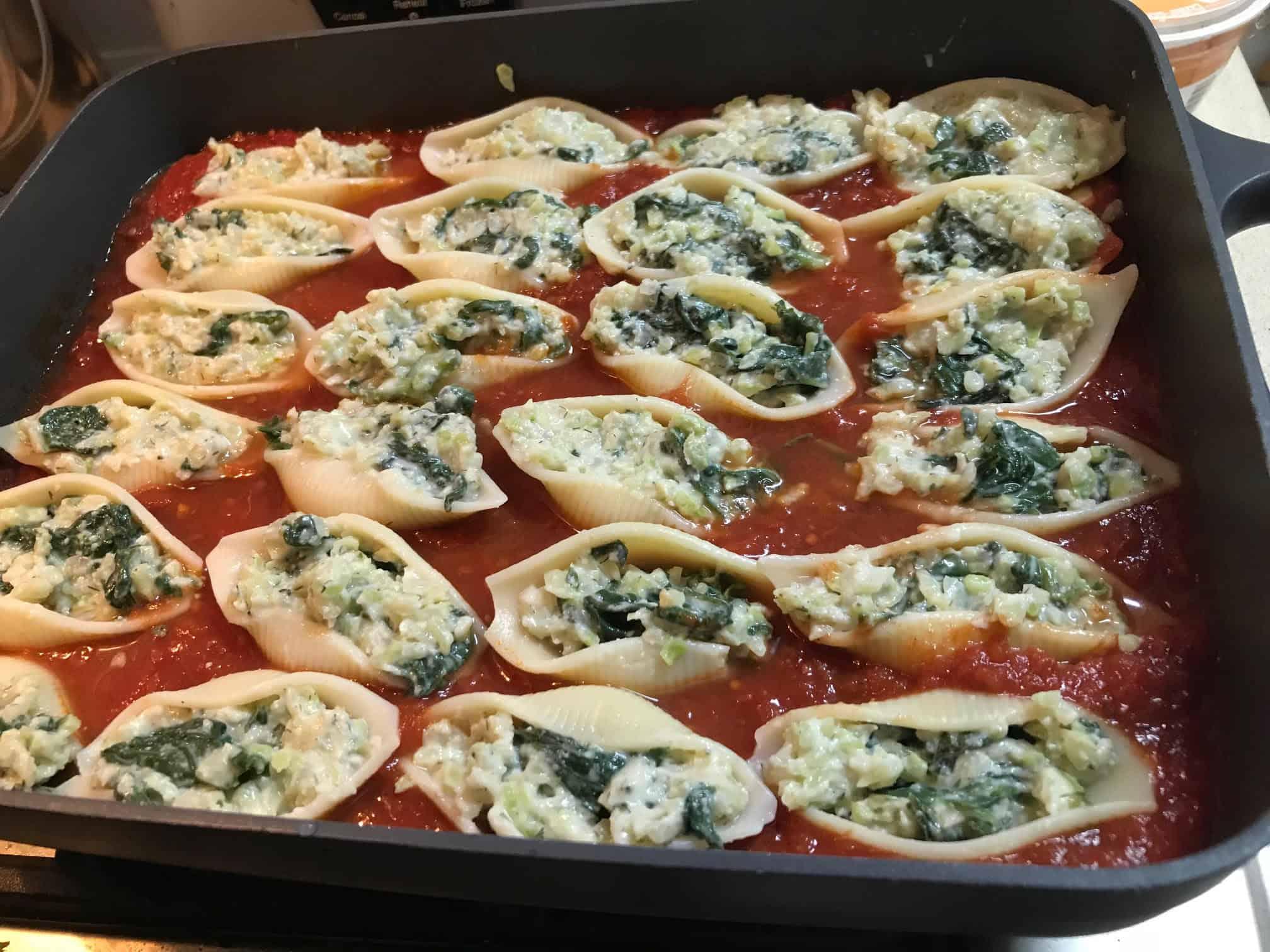 קונכיות פסטה ממולאות ברוקולי ושקדים - לפני ההכנסה לתנור