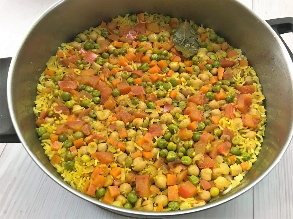 חומוס ואורז עם אפונה