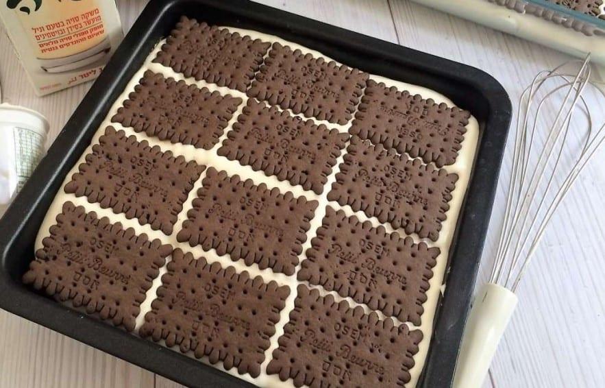 עוגת ביסקוויטים של סבתא שכבת ביסקוויטים