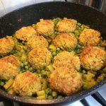 קציצות טופו בתבשיל אפונה וסלרי 1