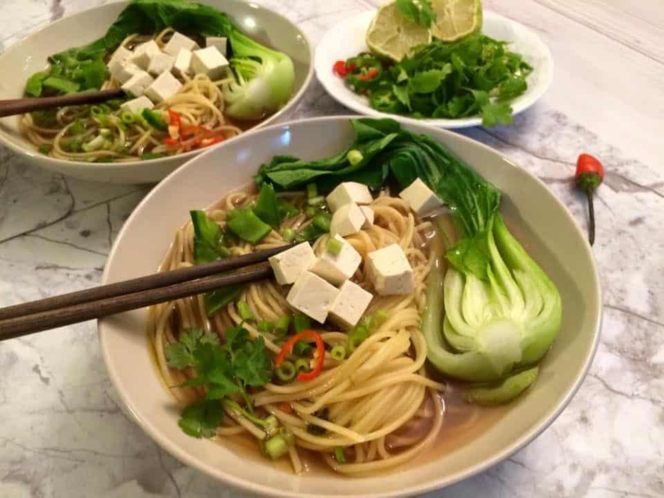 ארוחת חג טבעונית מרק צח עם ירקות