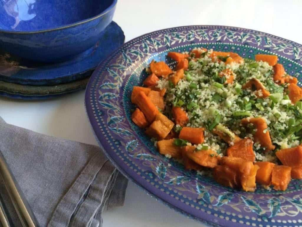 סלט קוסקוס עם ירקות כתומים צלויים