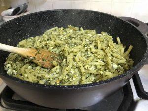 פסטה פסטו טופו לפני הוספת אפונה וזוקיני
