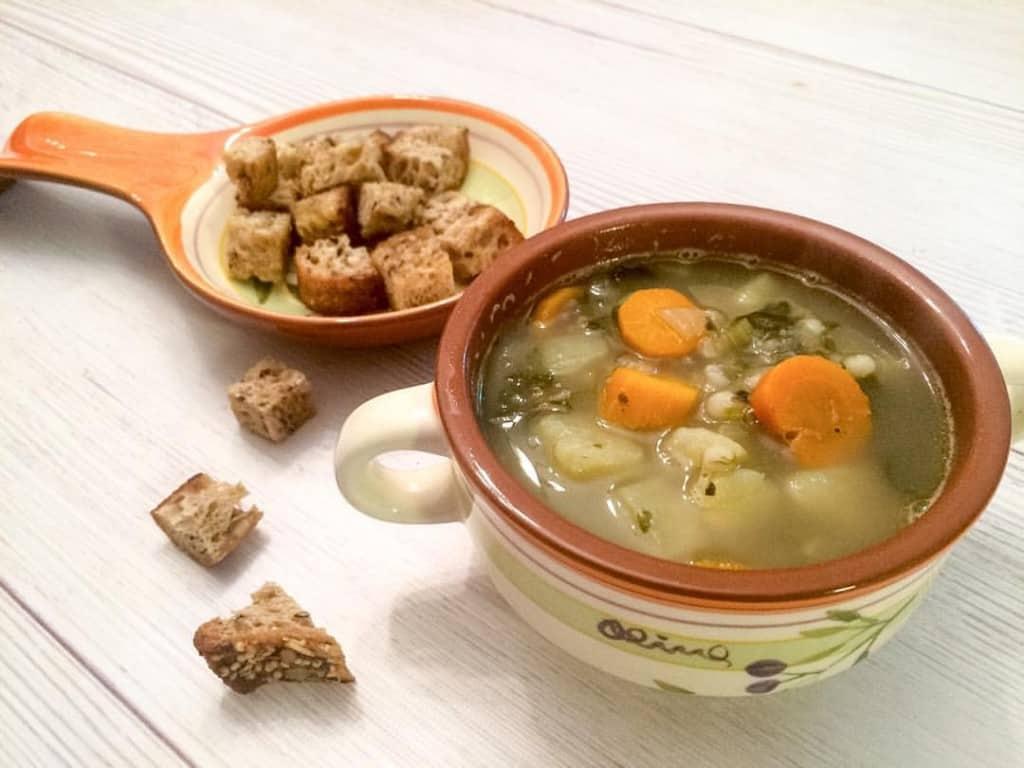 מרק ירקות וגריסים
