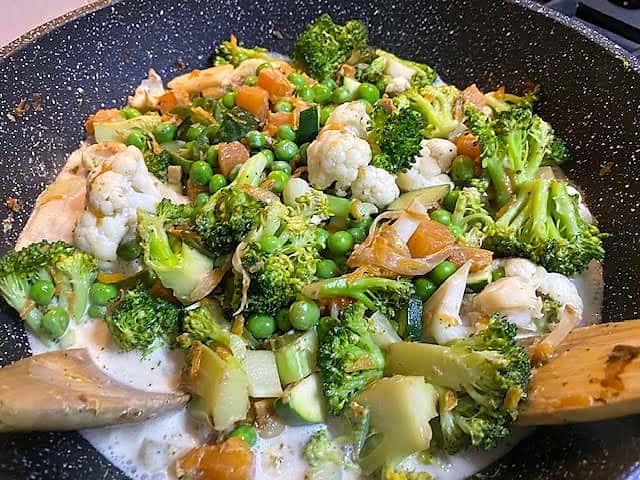 קארי ירוק עם ירקות מוכן