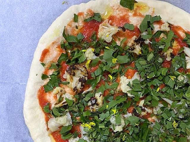 פיצה שמכינים תוך שעה לפני אפייה